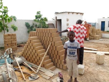 la fabrication des briques de terre crue. Black Bedroom Furniture Sets. Home Design Ideas